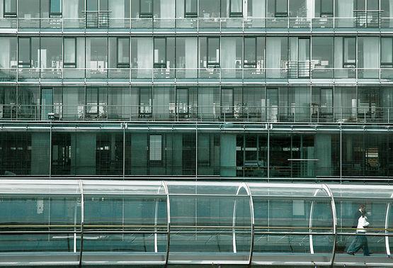 """Doppelfassade und """"Glasröhre"""""""