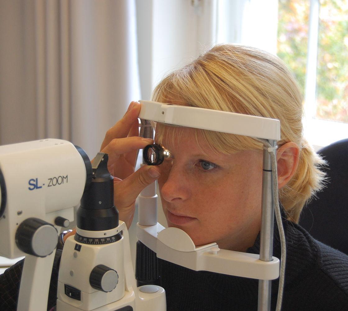 Übung zur indirekten Ophthalmoskopie per Spaltlampe und Volk-Linse