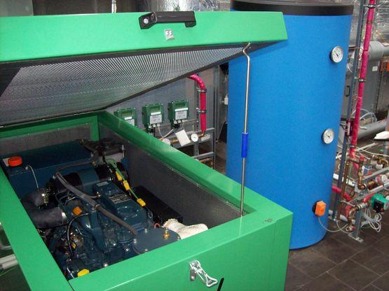 Blockheizkraftwerk mit Pufferspeicher
