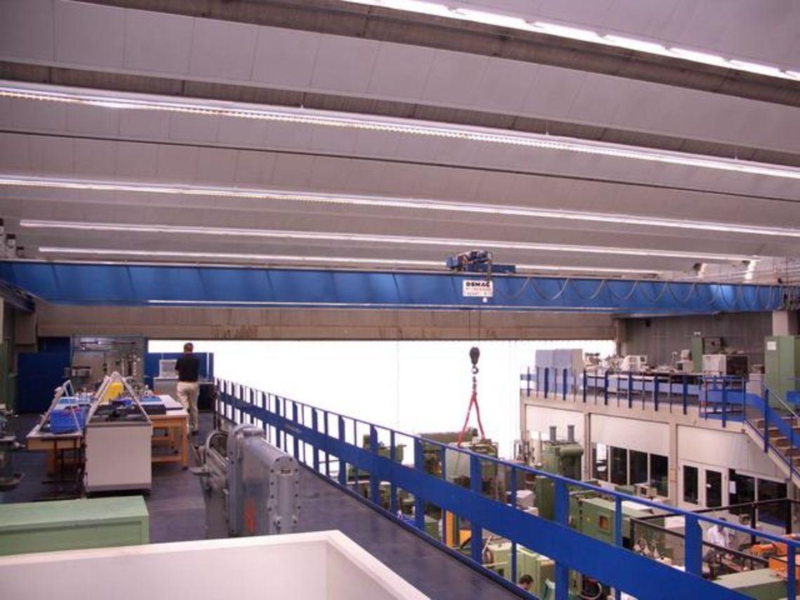 Doppelträgerbrückenkran im Labor für Produktionstechnik
