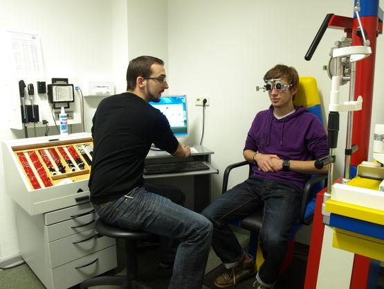 """Arbeit mit Messbrille und Messgläserkasten zur Bestimmung des """"Besten Sphärischen Glases"""""""